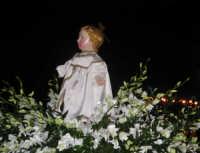 Processione del simulacro ligneo di Gesù Bambino - Festa dell'Epifania 2006.  - Zafferana etnea (1786 clic)