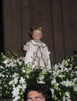 Entrata del simulacro ligneo di Gesù Bambino in Chiesa Madre - Festa dell'Epifania 2006.  - Zafferana etnea (2194 clic)
