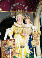 Festa della Madonna del Carmelo (18.07.2005) - Il simulacro settecentesco della Madonna sul fercolo durante la processione.  - Pisano etneo (6089 clic)
