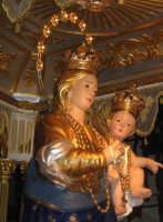 Festa della Madonna della Provvidenza (16.08.05) - Un primo piano della S. Patrona sul suo artistico fercolo.  - Zafferana etnea (2494 clic)