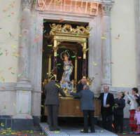Festa dell'Immacolata (01.11.2005) - L'uscita del fercolo.  - Milo (5645 clic)