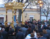 Festa dell'Immacolata (01.11.2005) - Il fercolo in processione seguito da una moltitudine di fedeli.  - Milo (5782 clic)
