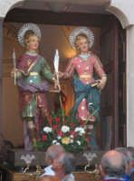 Festa dei SS. Cosma e Damiano martiri(26.09.2005) - L'uscita dei simulacri dei Santi Patroni.  - San cosmo (7733 clic)