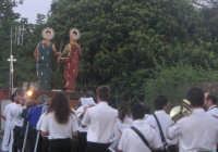 Festa dei SS. Cosma e Damiano martiri(26.09.2005) - I simulacri dei Santi Patroni portati in processione.  - San cosmo (5164 clic)