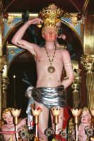 Festa di S. Sebastiano Martire, compatrono (30.01.2005) - Il simulacro del Santo sull'artistico fercolo.  - Santa venerina (4183 clic)