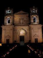 Chiesa Madre S. Maria della Provvidenza - La scenografica scalinata illuminata in occasione della festa di S. Antonio Abate, compatrono della città (17.01.2006).  - Zafferana etnea (8129 clic)