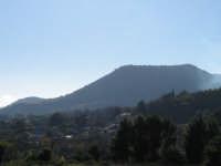 Il profilo del Monte Ilice visto da Zafferana (foto dicembre 2005)  - Zafferana etnea (2693 clic)