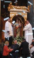Festa della patrona Maria SS. del Lume(13.11.2005) - La festosa uscita del fercolo con il simulacro della Madonna.  - Linera (5541 clic)