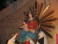Festa della Madonna del Rosario (11.09.05) - Dopo la processione il simulacro della Madonna sosta davanti alla Chiesa prima del rientro.  - Pedalino (4596 clic)