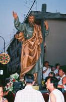 Festa di S. Pancrazio Vesc. e M.(09.07.2005) - Il simulacro del Santo compatrono viene portato in processione.  - Giardini naxos (3926 clic)