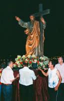 Festa di S. Pancrazio Vesc. e M.(09.07.2005) - Il simulacro del Santo compatrono viene portato in processione.  - Giardini naxos (4022 clic)