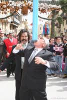 Pasqua. Per devozione u Zi Cola tiene in equilibrio il palio durante la festa di Pasqua.  - Casteltermini (10091 clic)