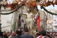 Pasqua. La statua di Gesù (Santo Salvatore) dopo l'incontro vicino la chiesa di Gesù e Maria.  - Casteltermini (20135 clic)