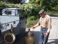 Mario La Paglia. Anziano artigiano produttore di oggetti tipici dell'ennese.Non vende solo oggetti,posso assicurarlo:sa donare gratuitamente tanto Amore.  - Enna (3140 clic)