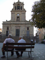 vecchi amici. La facciata turrita della Chiesa Madre.  - Mirabella imbaccari (8726 clic)