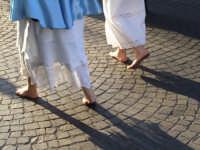 2Luglio,festa della patrona Maria SS.della Visitazione confrati in processione,precedono il fercolo.