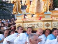 2Luglio,festa della patrona Maria SS.della Visitazione ultimi istanti della processione;i portatori sono esausti e la stanchezza fisica è all'eccesso.  - Enna (5660 clic)
