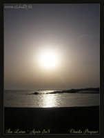 Soggetto: Il Sole sul Mare Fotocamera: Nikon Coolpix 2100 Software: Adobe Photoshop CS2 Luogo: San Leone (AG) Data: 18 Agosto 2oo5 Ora: 18:48   - San leone (2790 clic)