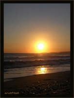 Soggetto: Tramonto sul Mare Fotocamera: Nikon Coolpix 2100 Software: Adobe Photoshop CS2 Luogo: San Leone (AG) Data: 5 Agosto 2oo5  Ore: 19:51  - San leone (3920 clic)