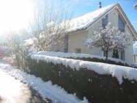 Una casa...tanti ricordi...molta nostalgia! Svizzera, Dicembre 2004.  - Montagnareale (2092 clic)