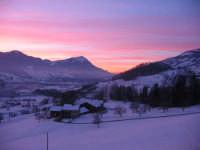 Tramonto sulla neve...Svizzera, Dicembre 2004.   - Montagnareale (8432 clic)