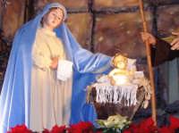 Natale 2006. Particolare dell'artistico presepe allestito sull'altare maggiore della Chiesa Madre di Linera.  - Linera (3793 clic)