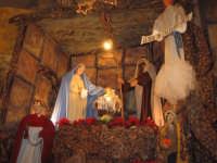 Natale 2006. Particolare dell'artistico presepe allestito sull'altare maggiore della Chiesa Madre di Linera.  - Linera (4170 clic)