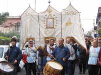 LA COMUNITA' DI PORTICELLO (PALERMO) IN PELLEGRINAGGIO PER LA FESTA DI MARIA SS. DEL LUME (13.11.2005).  - Linera (12839 clic)