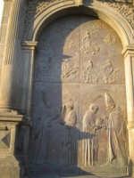 La porta in bronzo della Chiesa parrocchiale di Aci S. Lucia in Aci Catena  - Aci catena (3535 clic)