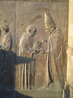 Particolare 4 della porta in bronzo della Chiesa parrocchiale di Aci S. Lucia in Aci Catena  - Aci catena (3087 clic)