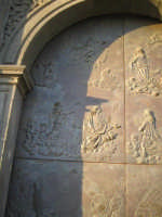 Particolare 2 della porta in bronzo della Chiesa parrocchiale di Aci S. Lucia in Aci Catena  - Aci catena (3386 clic)