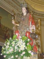 Simulacro di Santa Lucia mentre a spalle sta per uscire dalla Chiesa.  - Belpasso (5649 clic)