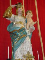 Simulacro di Maria SS. del Rosario sull'altare Maggiore nel giorno della festa ( 16 Luglio ).  - Riposto (2452 clic)