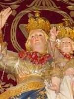 Simulacro di Maria SS. del Rosario sull'altare maggiore della chiesa nel giorno della festa ( Ottobre ).  - Trepunti di giarre (3117 clic)