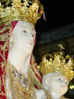 Simulacro di Maria SS. della Catena sul fercolo per le vie del paese nel giorno della festa ( Maggio ).  - Castiglione di sicilia (2825 clic)