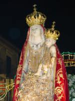 Simulacro di Maria SS. della Catena sul fercolo per le vie del paese nel giorno della festa ( Maggio ).  - Castiglione di sicilia (2367 clic)