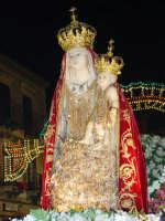 Simulacro di Maria SS. della Catena sul fercolo per le vie del paese nel giorno della festa ( Maggio ).  - Castiglione di sicilia (3881 clic)