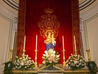 Simulacro di Maria SS. della Provvidenza sull'altare maggiore.  - Zafferana etnea (1575 clic)