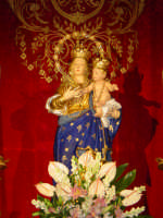 Simulacro di Maria SS. della Provvidenza sull'altare maggiore.  - Zafferana etnea (1885 clic)