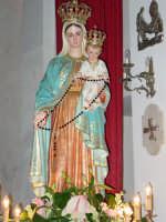 Statua di Maria SS. del Rosario , all'interno della chiesa del borgo marinaro nel giorno della festa.  - Torre archirafi (4263 clic)