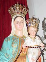 Statua di Maria SS. del Rosario , all'interno della chiesa del borgo marinaro nel giorno della festa.  - Torre archirafi (3557 clic)