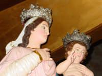 Statua di Maria SS. della Vena posto sul fercolo all'interno del santuario omonimo nel giorno della festa ( prima domenica di settembre ).  - Piedimonte etneo (1977 clic)