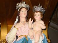 Statua di Maria SS. della Vena posto sul fercolo all'interno del santuario omonimo nel giorno della festa ( prima domenica di settembre ).  - Piedimonte etneo (3981 clic)