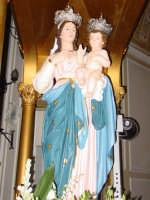 Statua di Maria SS. della Vena posto sul fercolo all'interno del santuario omonimo nel giorno della festa ( prima domenica di settembre ).  - Piedimonte etneo (3492 clic)