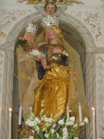 Simulacro della Madonna delle Grazie sull'altare maggiore nel giorno della festa.  - Valverde (5854 clic)
