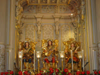 I tre santi fratelli martiri Alfio, Filadelfo e Cirino subito dopo la svelata all'interno della cappella nel santuario a loro dedicato.  - Trecastagni (1885 clic)