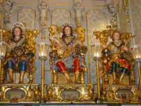 I tre santi fratelli martiri Alfio, Filadelfo e Cirino subito dopo la svelata all'interno della cappella nel santuario a loro dedicato.  - Trecastagni (1932 clic)