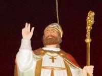 Simulacro di S. Martino Vescovo sull'altare maggiore della chiesa a lui intitolata, nel giorno della festa ( 11 Novembre ).  - Carrubba di giarre (2901 clic)