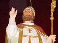 Simulacro di S. Martino Vescovo sull'altare maggiore della chiesa a lui intitolata, nel giorno della festa ( 11 Novembre ).  - Carrubba di giarre (3315 clic)
