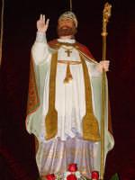 Simulacro di S. Martino Vescovo sull'altare maggiore della chiesa a lui intitolata, nel giorno della festa ( 11 Novembre ).  - Carrubba di giarre (3058 clic)
